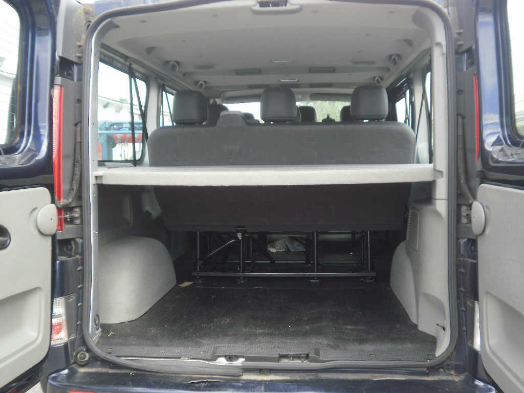 renault trafic passenger 20 dci 115 cv l2h1 9 places 2011. Black Bedroom Furniture Sets. Home Design Ideas